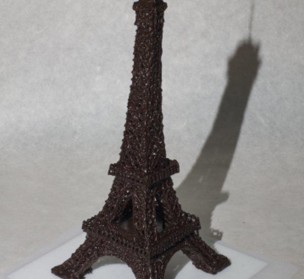Eiffelova věž ,vysoká 55 cm ,použitý materiál čokoláda - Francie