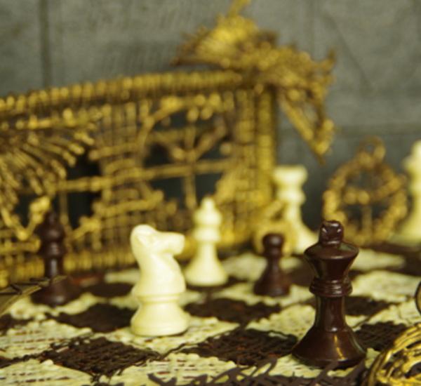 Šachy a partie s čokoládovými figurami